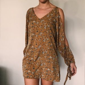 Dresses & Skirts - Floral Mini Summer Dress